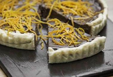Tarte crémeuse au chocolat et à l'orange