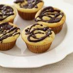 Cupcakes à la vanille arrosés de chocolat